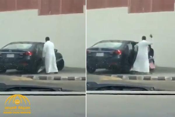 شاهد : أب يعنف ابنته ويضربها بقوة بعد خروجها من المدرسة بجدة