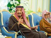 بالفيديو والصور .. خادم الحرمين يستقبل مفتي المملكة وعدد من الأمراء والعلماء وجمعاً من المواطنين