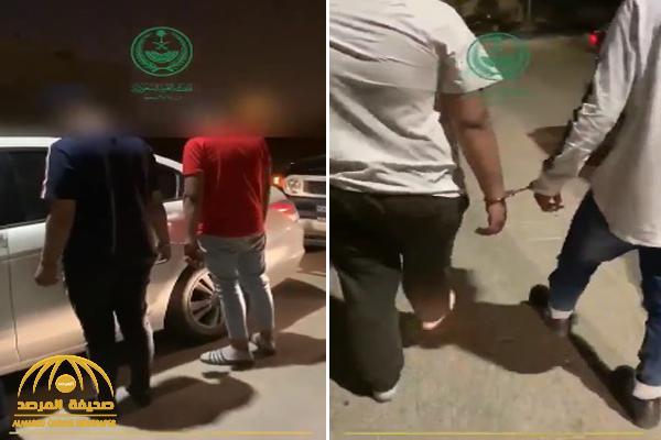 """شاهد: سناب """"الداخلية"""" ينشر فيديو أثناء القبض على سارقي مندوب """"مرسول"""" بالرياض"""