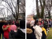 """شاهد…  كيف رد مسلمو """"النرويج """" على متطرف قام بحرق القرآن  في مكان عام!"""