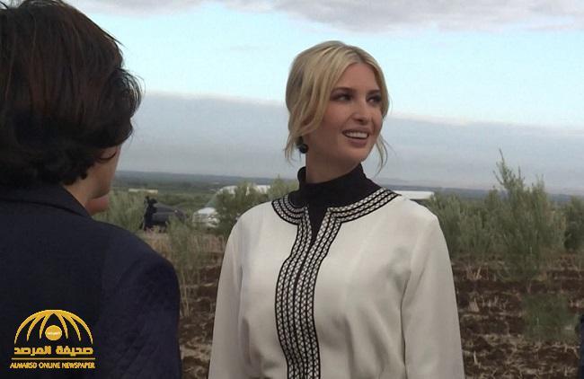 """شاهد: صورة مثيرة لـ""""إيفانكا ترامب"""" بصحبة إحدى المزارعات تثير ضجة بالمغرب"""