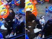 شاهد : امرأة بالعباءة والنقاب تسرق أساور ذهب من يد طفلة بجانب والدتها