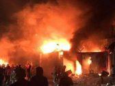 """بالفيديو .. المتظاهرون العراقيون يحرقون قنصيلة إيران ويحولون ليل """"النجف"""" إلى نهار"""