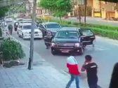 شاهد.. لحظة خطف مسؤول في الداخلية العراقية وسط شارع عام ببغداد