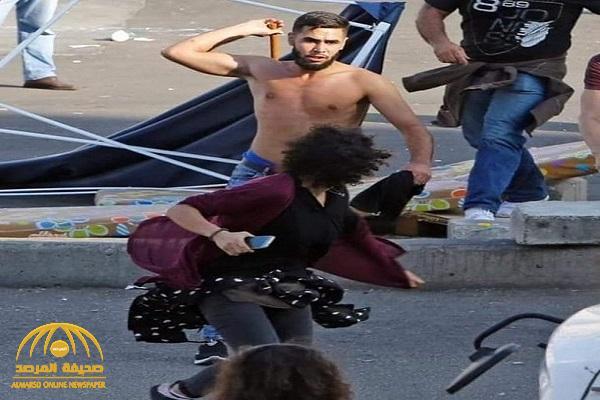 """شاهد : عنصر من حزب الله اللبناني """"عارياً"""" يعتدي على متظاهرة في بيروت"""