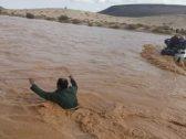 شاهد.. السيول تجرف 4 سعوديين في وادي راجل الأزرق بالأردن