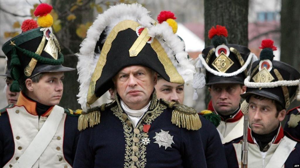 القبض على بروفيسور روسي قتل طالبته وقطع جسدها وخطط للانتحار بزي نابليون!
