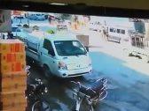 شاهد.. لحظة انفجار سيارة مفخخة في مدينة سورية ومقتل 18 شخصا من المدنيين
