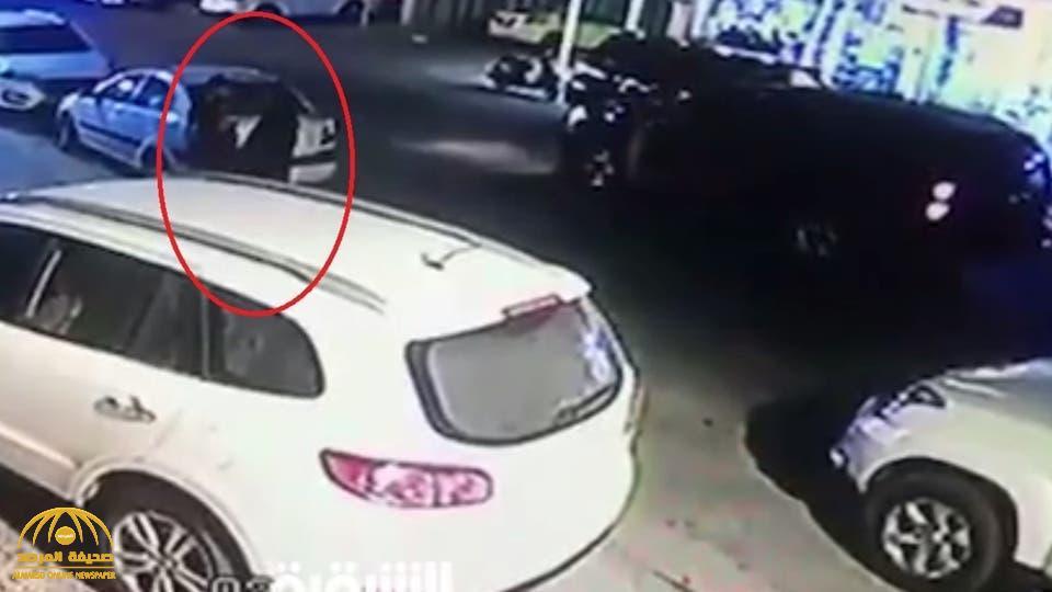 شاهد: امرأة بعباءة .. خطفت محامٍ عراقي أمام الملأ