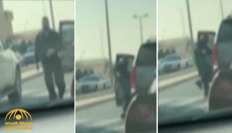 شاهد:  سائق يعتدي على  آخر  بسكين في طريق عام بالكويت!