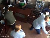 شاهد : سيارة تقتحم محلاً بالكويت بطريقة مروعة وتصيب جميع من بداخله!