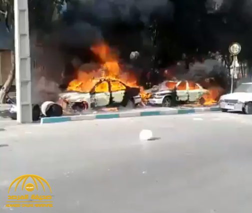 """شاهد: مظاهرات الغضب تجتاح إيران ضد حكم """"الملالي"""".. وحرق سيارات الشرطة في مدينة شيراز!"""