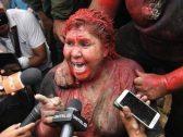 """حلقوا شعرها و""""لوّنوها"""".. شاهد: عقاب مهين لعمدة مدينة بوليفية لهذا السبب!"""