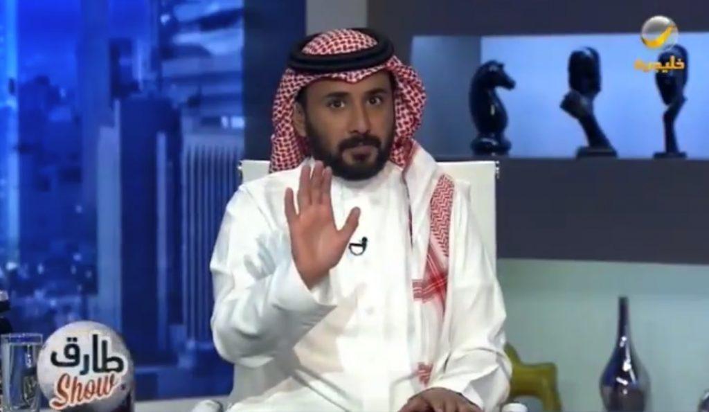 """بالفيديو: """"طارق الحربي"""" يسخر من عضو شورى طالب بإزالة المخيمات حول المطار بسبب التلوث البصري.. ويعلق: """"الفراغ مشكلة"""""""