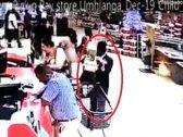 شاهد .. ردة فعل سيدة اختطف حفيدها  داخل متجر .. ومفاجأة بشأن هوية الخاطف!