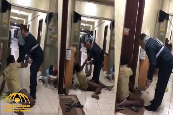شاهد: فيديو يشعل جدلاً واسعاً بسبب ما فعله مصري بوافد هندي بالكويت