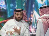 """بعد رحلة علاجية.. تركي آل الشيخ يعود إلى المملكة ويغرد """"اه يا هوا وتراب الرياض"""""""
