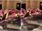 """شاهد: الأمير """"محمد بن نايف"""" في حفل زواج  وتجمع الحضور حوله لالتقاط الصور التذكارية معه"""