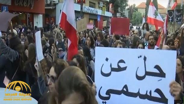 """شاهد .. آلاف اللبنانيات يتظاهرن في شوارع بيروت ويرفعن لافتات : """"حلّ عن جسدي"""""""
