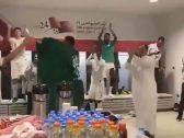 شاهد من داخل غرفة تبديل الملابس .. لاعبو المنتخب السعودي يحتفلون  بالفوز والتأهل لنهائي خليجي 24 !