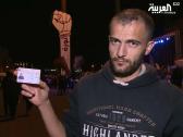 شاهد … شاب لبناني من حزب الله  يمزق بطاقته أمام الكاميرا ويعلق : أنا شيعي أبن بعلبك وأموت من الجوع !