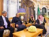 لتعزيز التعاون بين البلدين.. خادم الحرمين يستقبل رئيس الجمعية الوطنية الباكستانية – صور