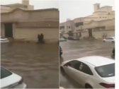 شاهد: أمطار غزيرة تغرق شوارع جدة.. وتحذير عاجل من الدفاع المدني!