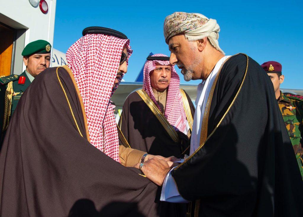 خادم الحرمين يصل إلى سلطنة عُمان لتقديم واجب العزاء في وفاة السلطان قابوس – صور
