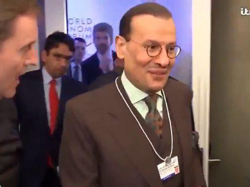 """شاهد .. كيف رد وزير الطاقة الأمير """"عبد العزيز بن سلمان"""" على صحفي أجنبي سأله عن تهكير هاتف مؤسس شركة أمازون"""