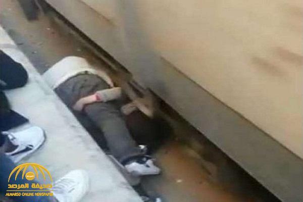 كاميرات المراقبة تكشف حقيقة واقعة أب ينقذ ابنته من أسفل القطار في مصر