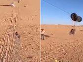 """شاهد .. مواطن يبتكر """"تليفريك"""" للأطفال في الصحراء بفكرة بسيطة !"""