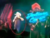 شاهد .. مغني برازيلي يسقط جثة هامدة على المسرح أمام جمهوره