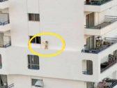 شاهد : فيديو صادم لطفل يسير على حافة مبنى شاهق .. ومصادر تكشف عن مصيره