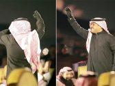"""شاهد .. راشد الماجد يترك العود ويرقص على أغنية """" سألنا عنك"""" في """"سمرات الرياض"""""""