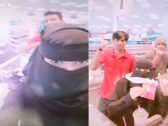 """شاهد .. بائعة في محل بأبها تمازح  عمال أجانب وتنشر الفيديو على """"تيك توك"""""""