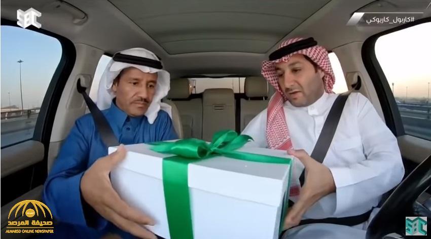 """شاهد : الإعلامي """"الهويش"""" يجبر خالد عبدالرحمن على كشف الفريق السعودي الذي يشجعه بخدعة ماكرة !"""