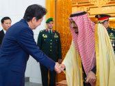 بالفيديو والصور : خادم الحرمين يستقبل رئيس وزراء اليابان ويقيم مأدبة غداء تكريمًا له ويعقد معه جلسة مباحثات