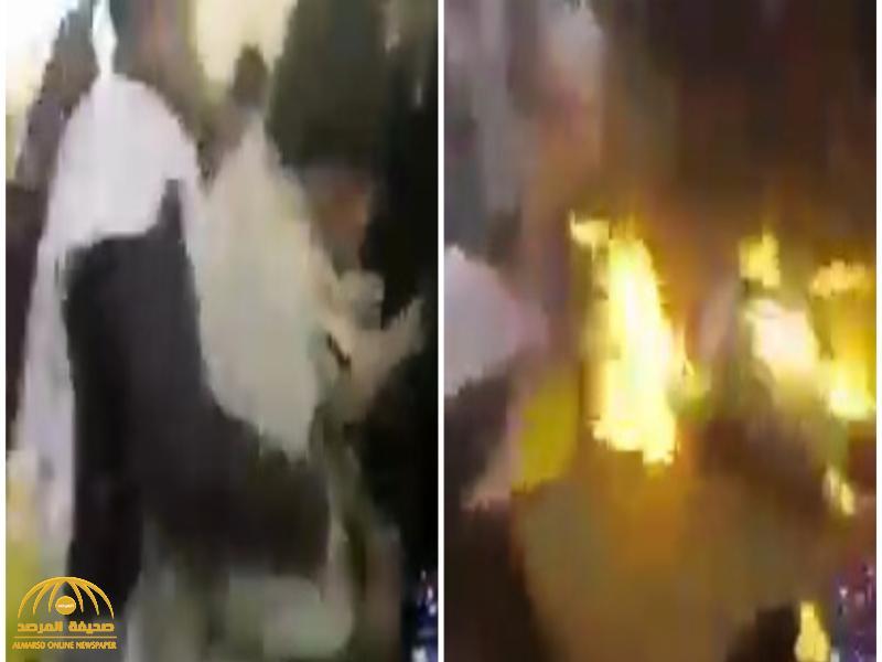 شاهد .. إيراني يشعل النار في جسده بسبب عدم صرف الراتب التقاعدي!