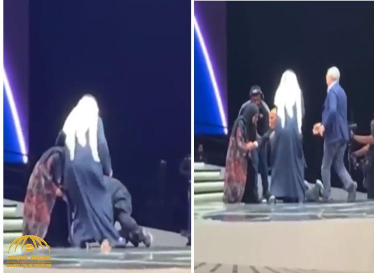 شاهد : لحظة سقوط الجراح العالمي مجدي يعقوب على مسرح التكريم في دبي !
