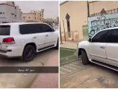 """شاهد … شاب يقتحم مدرسة بـ""""الرياض"""" بسيارته ويقوم بالتفحيط في ساحتها الداخلية !"""