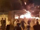 شاهد.. إيرانيون يشعلون النار في مستشفى بها مصابين بفيروس كورونا !