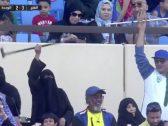 شاهد.. رقص مشجعة مسنة وسط المدرجات بعد فوز الفتح أمام الوحدة !