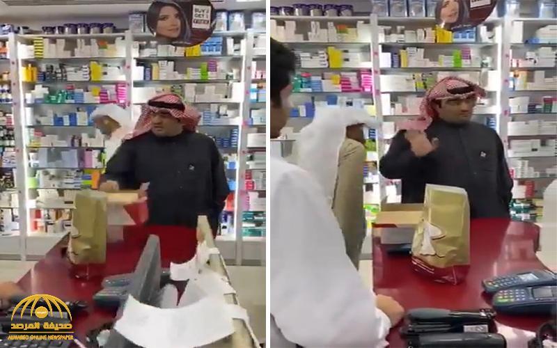 شاهد : وزير كويتي ينفعل على عامل صيدلية لبيع الكمامات بأسعار مرتفعة