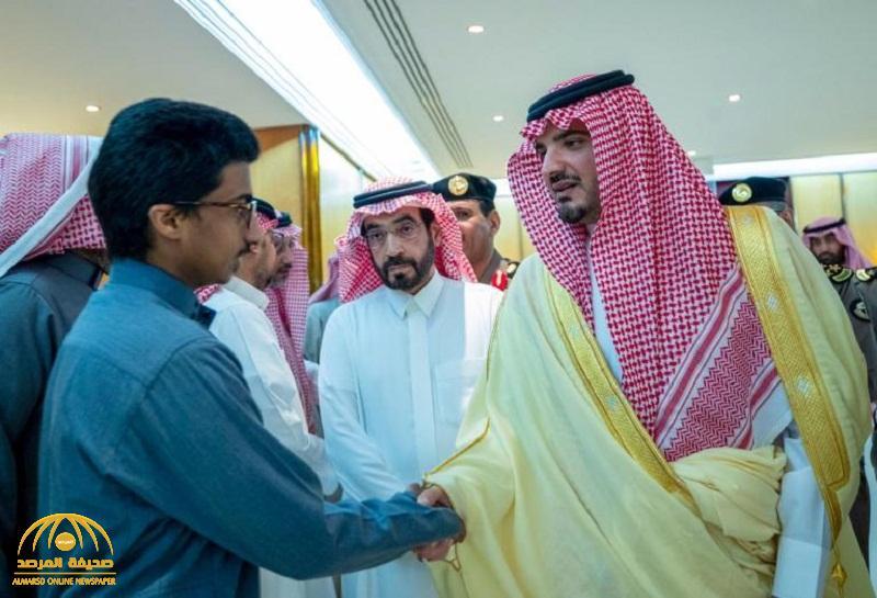 بالصور .. وزير الداخلية يزور العقيد عبدالله الغامدي بعد إصابته في تبادل إطلاق النار بحي طيبة بالمدينة