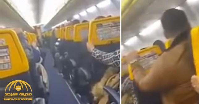 شاهد .. رعب وصراخ داخل طائرة ركاب مغربية لحظة دخولها في عاصفة