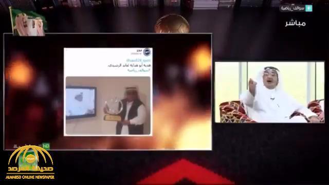 أنباء عن إيقاف إعلامي رياضي بسبب ألفاظ غير لائقة على الهواء.. ومغردون يكشفون عن اسمه!