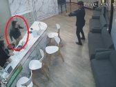 شاهد: فيديو صادم لرجل يدخل عيادة في وضح النهار ويفرغ مسدسه في جسد طليقته.. والكشف عن دوافع الجريمة!