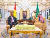 بالصور .. خادم الحرمين يستقبل رئيس غينيا ويعقدان جلسة مباحثات