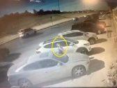 شاهد : شخص يهشم زجاج سيارة متوقفة بالرياض ويسرق حقيبة كانت بداخلها