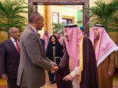 بالصور .. خادم الحرمين يستقبل رئيس أريتريا ويعقد معه جلسة مباحثات رسمية